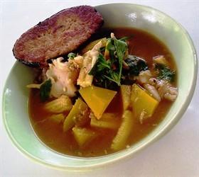 แกงเลียงผักรวมกับปลาเค็มเจทอด